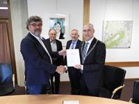 ondertekening AO staand 15 mei 2017.jpg